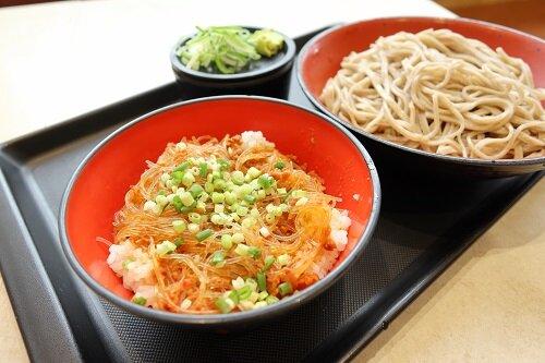 富士そば志木店でミニピリ辛春雨丼セット